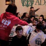 Rozdawanie prezentów ubogim dzieciom w Armenii
