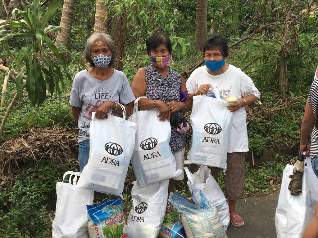 """""""Wydawanie żywności. Pomoc na Filipinach"""""""