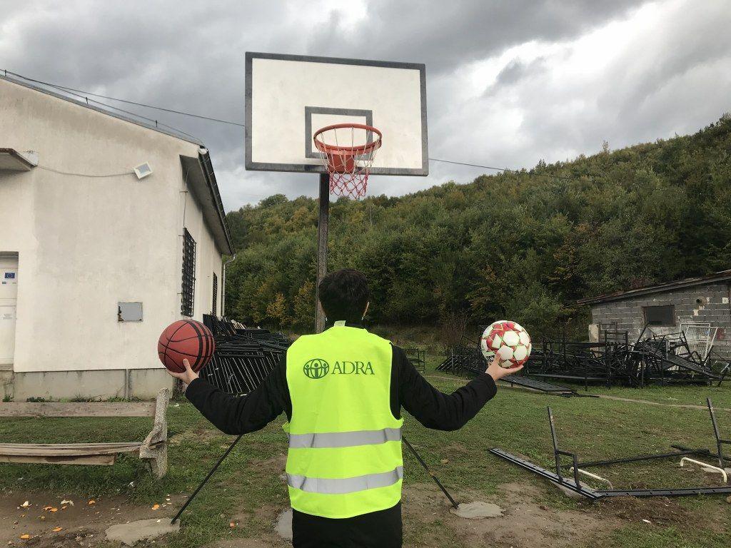 Pomoc uchodźcom w Bośni i Hercegowinie. Fundacja ADRA finansuje sprzęt do obozu dla uchodźców w Usivak.