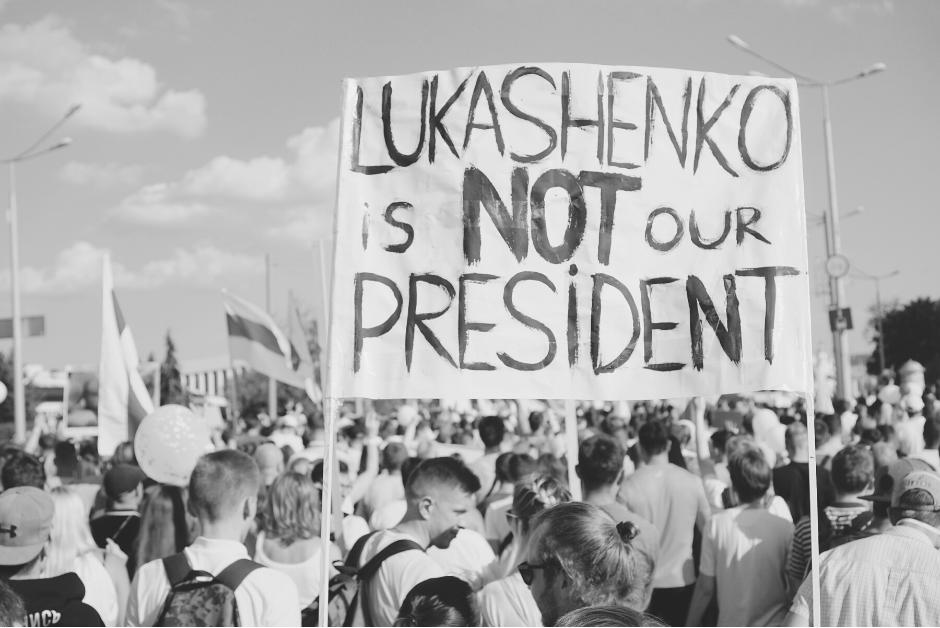 Rok po protestach na Białorusi: represje, masowe ucieczki z kraju